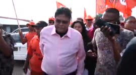 Chan Santokhi (VHP/V7) naar de stembus, reportage Para...