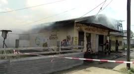 Twee panden door brand verwoest aan de Ramgoelamweg...