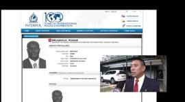 Edward Belfort met Interpoltenue op politiek podia maakt Interpol belachelijk...