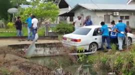 Ontzield lichaam met steekverwondingen in woning aangetroffen...
