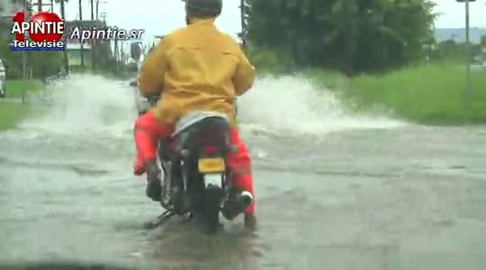 Extreme regenval plaatst Surinamme onder water...
