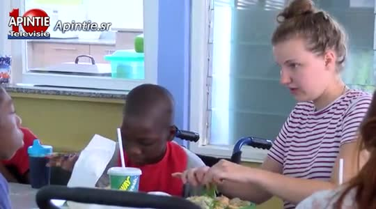 Subway Suriname trakteert kinderen Huize Tyltyl in verband met World Sandwich Day